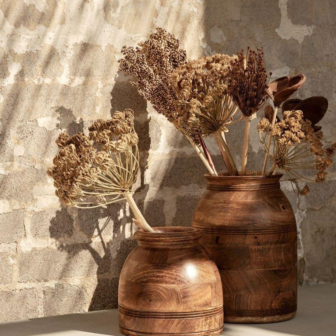 Dried flowers in a brown vase