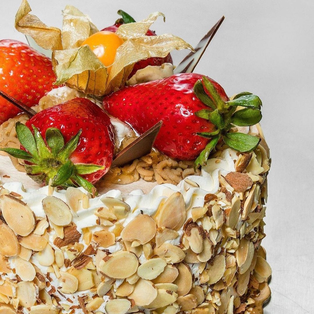 Cake with fruit toppings